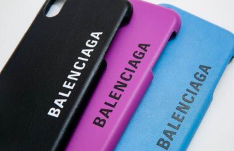 バレンシアガのiPhoneケースが女性へのプレゼントにピッタリ